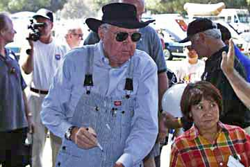 Carroll Shelby and Herlita Natividad at LASAAC Woodley Park show, 1999