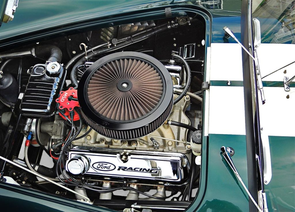 photo (from driver side) of Ford Racing stroker Windsor engine in this Malachite Green Superformance 427SC Cobra for sale, SPO1310