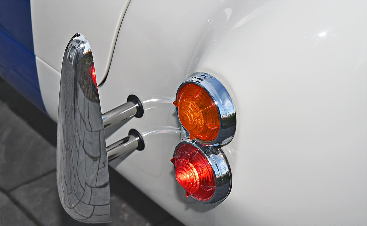 closeup of taiillamps and bumperette on WimWhite Superformance 427SC Shelby classic Cobra for sale, SPO2316