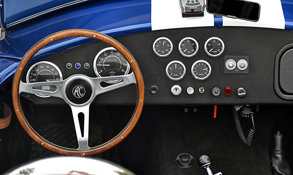 instrument panel shot of this 'Arrival Blue' Factory Five Racing Mk 3.1 427SC Shelby classic Cobra for sale by owner