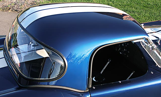 closeup shot of hard top of Indigo Blue/Arctic White stripes Superformance 427SC Shelby classic Cobra for sale by owner, SPO1983