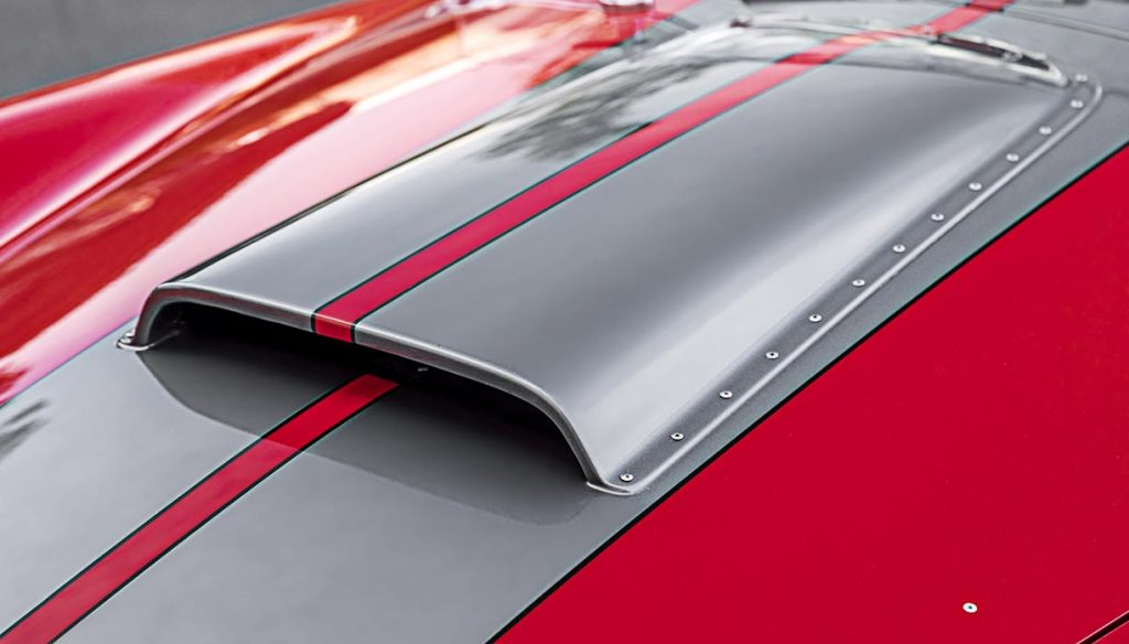 closeup of Cobra hood scoop on SPO2875