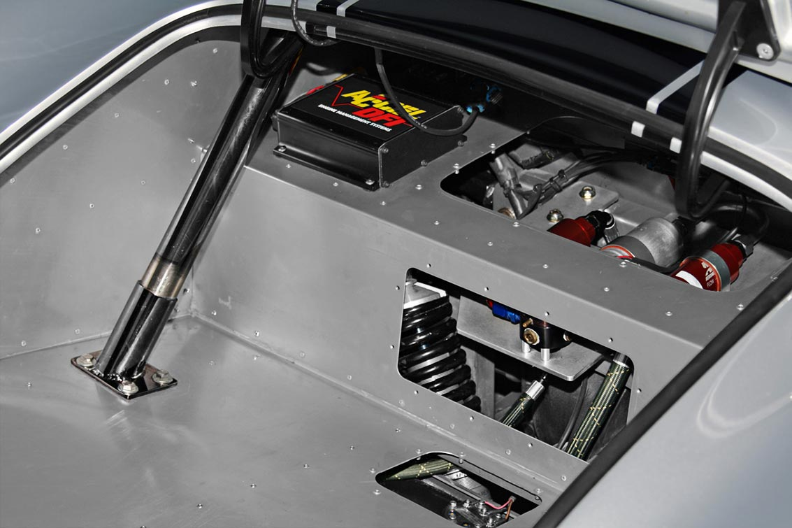 luggage compartment in Stuttgart Silver Cutting Edge Replicas 427SC Shelby classic Cobra for sale by owner.