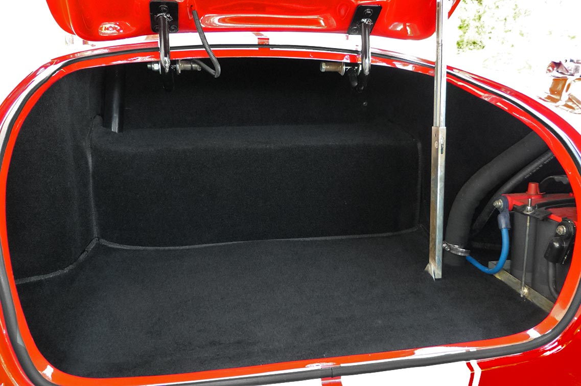 luggage compartment photo of Rosso Corsa Red 427SC Shelby classic Shell Valley Cobra for sale by owner