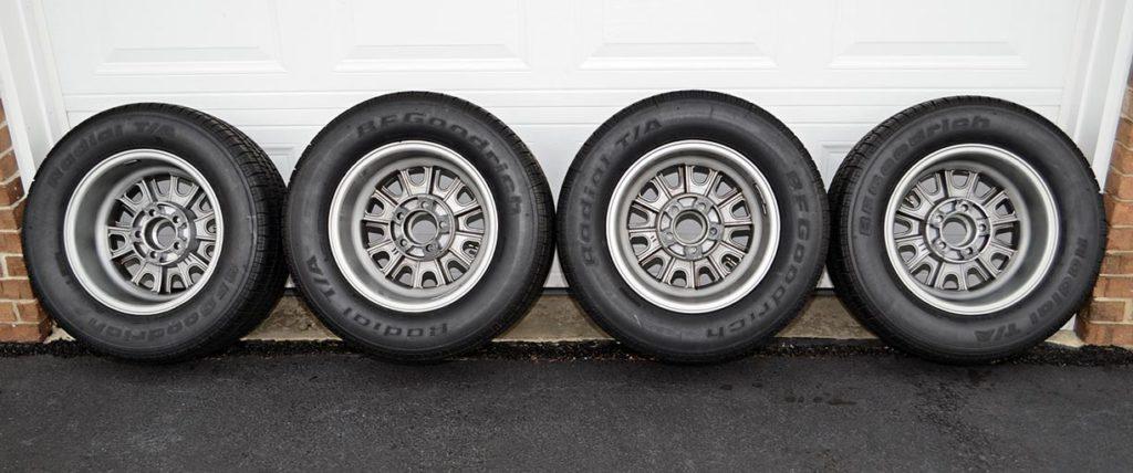spare set of rolling stock (wheels, tyres) for Titanium/Onyx Black LeMans stripes Superformance 427SC Shelby Cobra for sale, SPO1797