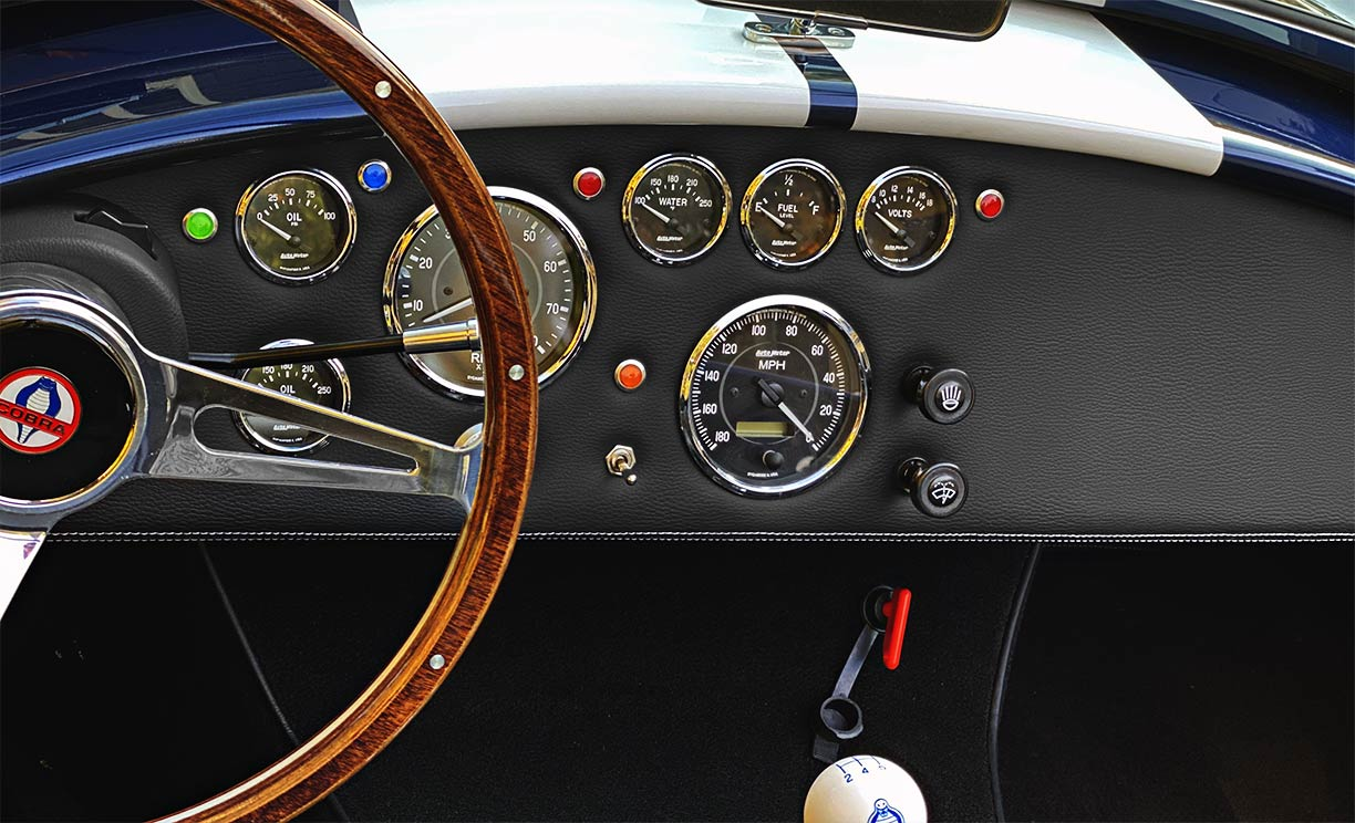 instrument panel shot#1 of Indigo Blue/white stripes Backdraft Racing 427SC Shelby classic Cobra replica for sale by owner, BDR2092