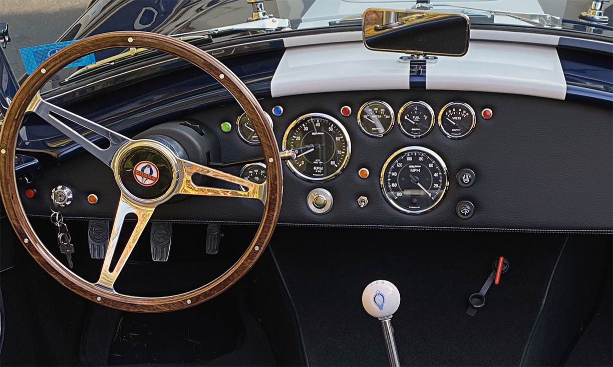 instrument panel shot#2 of Indigo Blue/white stripes Backdraft Racing 427SC Shelby classic Cobra replica for sale by owner, BDR2092