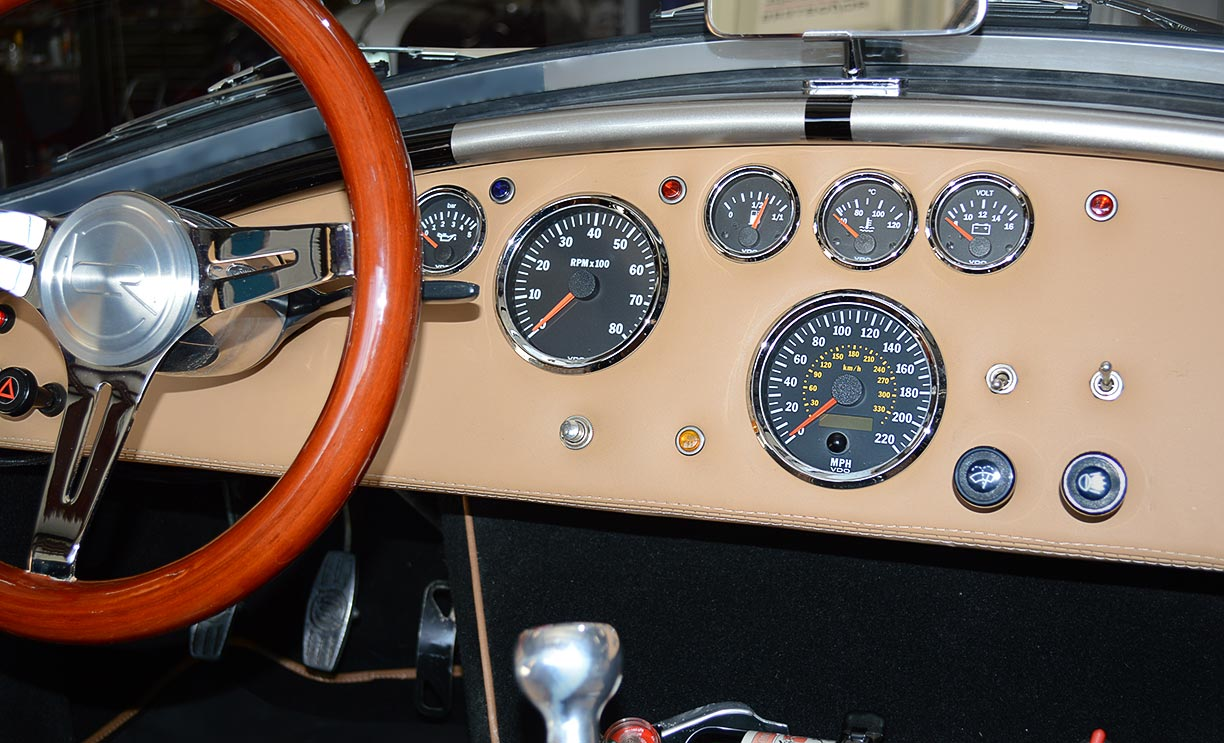 instrument panel shot of Onyx Black Backdraft Racing 427SC Shelby classic Cobra replica for sale, BDR752