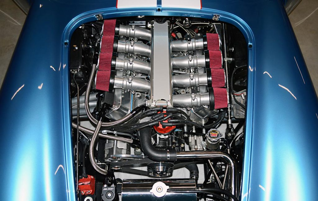 overhead shot of 427 Windsor V8 with Speedmaster EFI of Electric Blue Backdraft Racing replica of Shelby classsic 427SC Cobra for sale, BDR1755